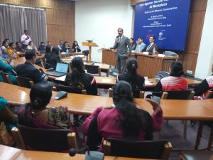 Mr. Chander Jit Singh, Ld. Secretary, New Delhi District Legal Services Authority addressing women workers